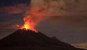 Volcán Popocatépetl registra fuerte explosión; genera fumarola de 2 km de altura