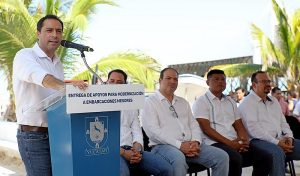 El Gobernador Mauricio Vila Dosal entrega apoyos por 40 millones de pesos a pescadores