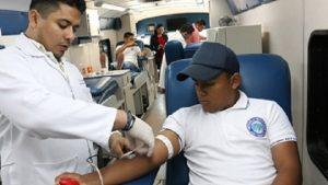 Donan estudiantes de la UTTAB sangre a pacientes con cáncer
