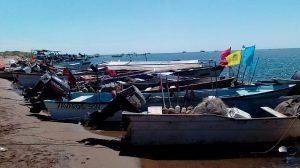 Pescadores en veda temporal de especies marinas en México