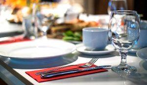 Conoce tus derechos al reservar en restaurantes