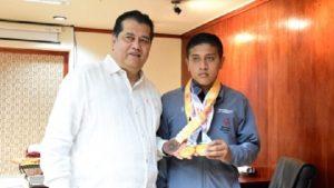 Gana alumno del CAM 17 dos medallas de oro en Olimpiadas Especiales de Abu Dhabi 2019
