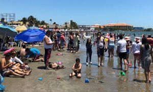 Disfrutan turistas las playas de Veracruz en sábado Santo