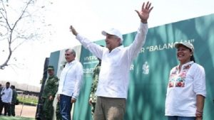 Supervisa AMLO 'Sembrando Vida' en Balancán