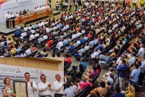 Premia Alejandro Moreno Cárdenas a maestros con 40, 30 y 25 años de servicios interrumpidos en Campeche