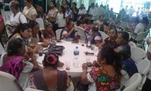 Se reúnen más de 100 parteras y médicos tradicionales de Yucatán