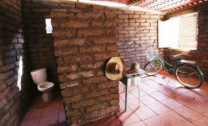 Fabrican casas con sargazo