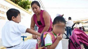 Exhorta Salud a padres atender peso de mochilas en este regreso a clases