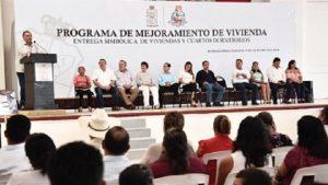 Anuncia Adán Augusto la construcción de 1,200 viviendas en Huimanguillo