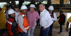 Supervisa Adán Augusto rehabilitación integral de puentes en Centro