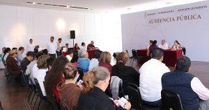 Atiende Adán Augusto a tabasqueños en audiencia pública