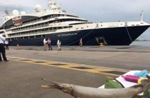 Arriba crucero 'Le Champlain' al puerto de Dos Bocas