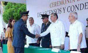 Atestigua Adán Augusto ascensos y condecoraciones a elementos de 30 Zona Militar