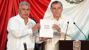 Ofrece Adán Augusto diálogo permanente a diputados para fortalecer a Tabasco