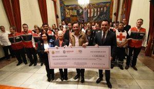 Gobernador de Veracruz entrega 4.5 mdp de aportaciones voluntarias a la Cruz Roja