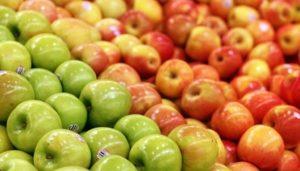 Comer dos manzanas al día baja riesgo de enfermedades cardíacas: Estudio