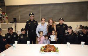 El Gobernador Mauricio Vila Dosal se reúne con policías yucatecos en Nochebuena