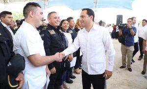 Hijos de policías yucatecos tienen acceso a educación universitaria con becas del 100%