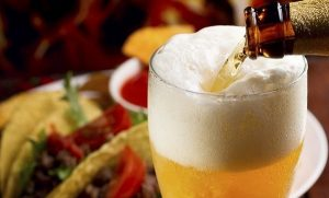 Mexicanos toman más cerveza en las posadas que en verano