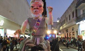"""Monumental """"Viejo"""" recorre el centro de Veracruz"""