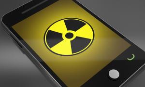 Por exceder los límites de radiación Samsung y Apple son demandados