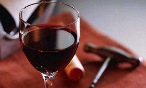 Vino tinto podría prevenir enfermedades cardiovasculares, diabetes y demencias, revela estudio