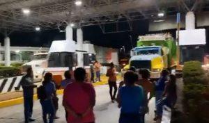 Toman caseta de cobro de Acayucan, Veracruz; bloquean circulación