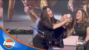 Andrea Legarreta y Galilea Montijo protagonizan atrevido momento