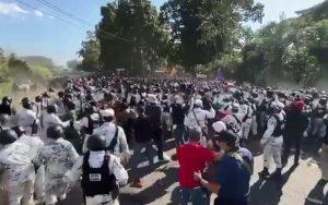 Frena Guardia Nacional intento de migrantes de avanzar a Tapachula