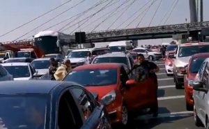 Padres de niños con cáncer bloquean aeropuerto en la CDMX