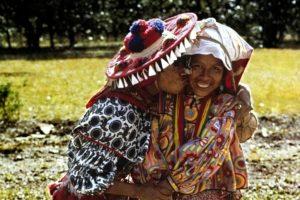 """Aprende a decirle a tu crush o pareja """"Te amo"""" en 6 lenguas indígenas"""