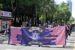 Bloquean policías federales cruce de Insurgentes y Reforma, en la CDMX