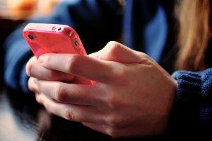 Cerebro de adictos al celular termina siendo similar al de los drogadictos, revela estudio