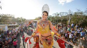 """Miles de personas disfrutan en Ciudad Carnaval una alegre jornada en el """"Domingo de Bachata"""""""