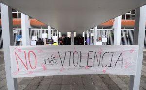 Estudiantes de la Normal Veracruzana hacen paro de brazos caídos, denuncian acoso