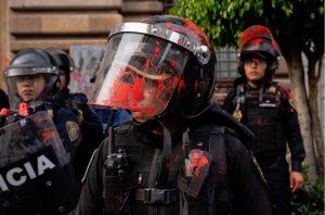 Al menos 18 mujeres policías resultaron lesionadas durante manifestación del Día de la Mujer en CDMX