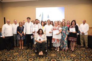 Yucatecos son reconocidos por su labor social, académica y ambiental