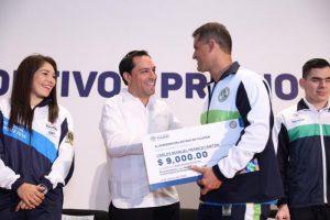 El Gobernador Mauricio Vila Dosal reconoce dedicación y esfuerzo de deportistas yucatecos