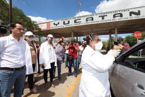 Supervisa el Gobernador Mauricio Vila Dosal el filtro sanitario instalado en la carretera Mérida-Campeche
