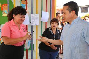 Carlos Joaquín visitó escuelas en Cancún para constatar medidas preventivas ante la fase 1 del Covid-19