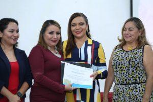 El ICATQR entregó un reconocimiento a la titular de la CGC Haidé Serrano Soto por acciones contra la violencia a las mujeres