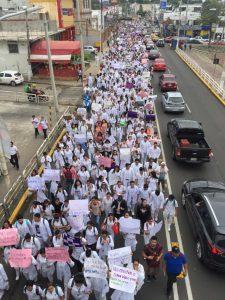 Justicia y seguridad exigen estudiantes de la UJAT con marcha pacífica por las principales avenidas de la capital de Tabasco