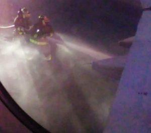 Avión a Chetumal es desviado a Cancún por incendio en motor