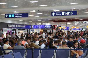 Reportan más de 500 operaciones en el aeropuerto internacional e Cancún por fin de semana largo