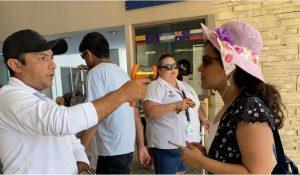 Personal de la Apiqroo toma temperatura a usuarios de la Terminal Marítima de Isla Mujeres