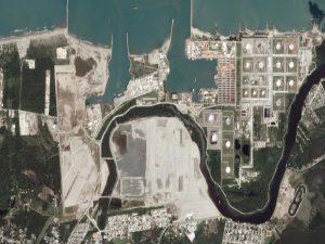 Sitio web «Quartz», exhibe destrucción de manglares por construcción de refinería en Dos Bocas