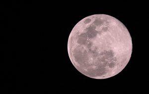 Así se ve la luna rosa desde Veracruz