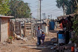 Coronavirus dejará 10 millones más de pobres en México, advierte Coneval