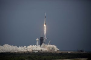 Lanzan con éxito misión tripulada de SpaceX a estación espacial