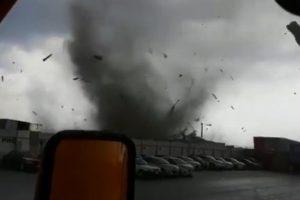Azota tormenta con granizo municipios de Nuevo León; captan tromba terrestre